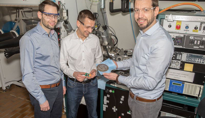Das Forschungsprojekt wird von Ruben-Simon Kühnel, Stephan Fahlbusch und Corsin Battaglia (v. l. n. r.) koordiniert. Battaglia ist Leiter der Abteilung Materials for Energy Conversion an der Empa.
