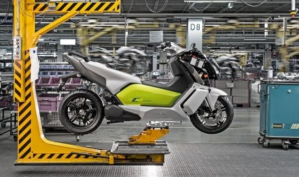 BMW eröffnet Serienproduktion des Elektro-Scooters BMW C evolution in Berlin